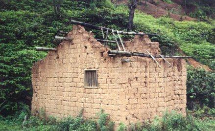 Abandoned farm building near Wuhua, 1998